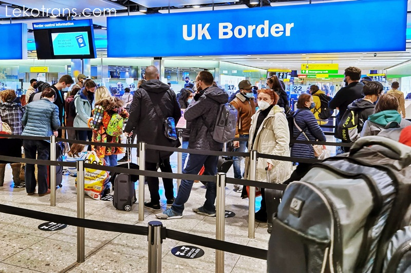 England to ban travel from four new countries